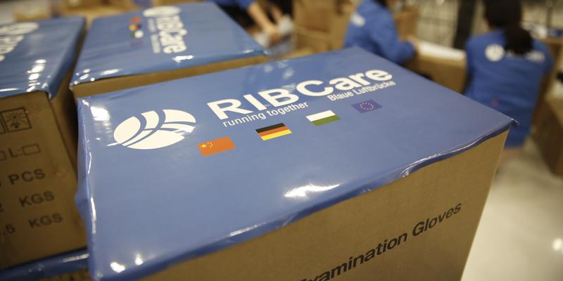 RIB Care Pakete mit Logo in Nahaufnahme